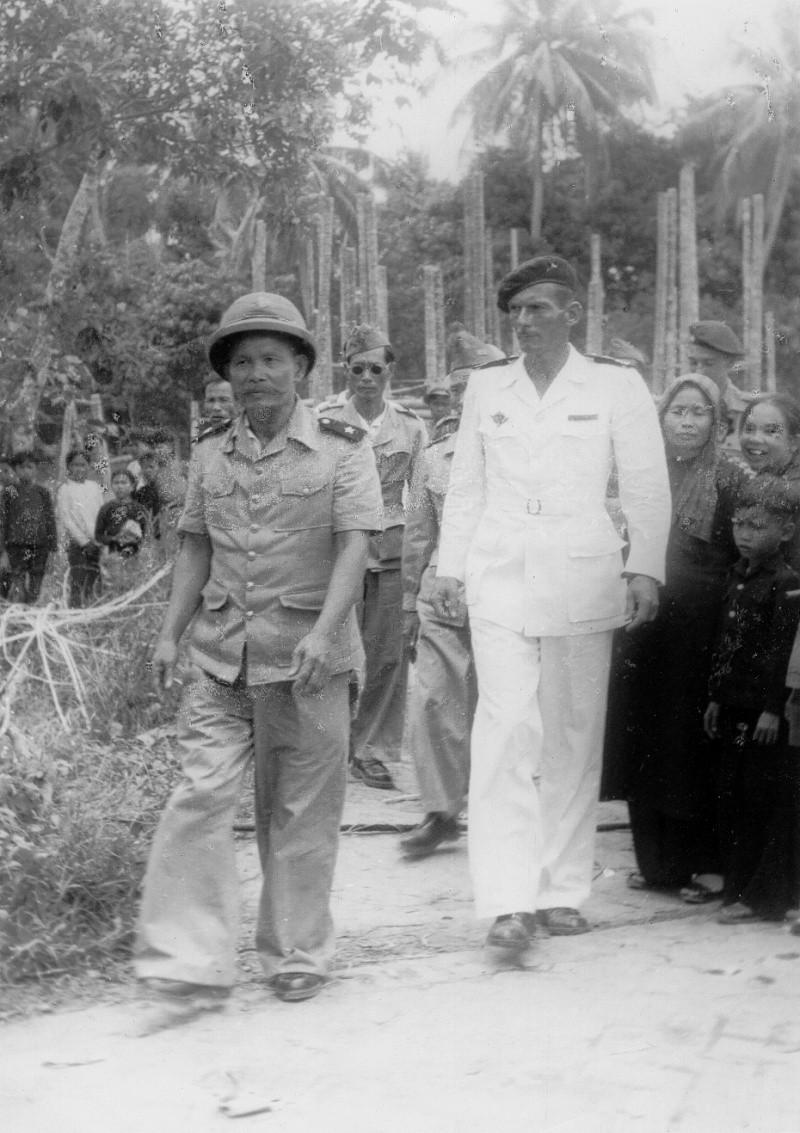 qui se souvient des 4 cdos Hoa Hao du Capitaine Charvet 1947/1948 ? Jci10