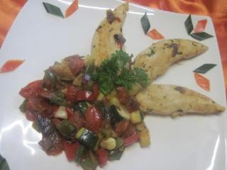 Aiguillettes de poulet aux dés de légumes Provençale.photos. Aiguil20