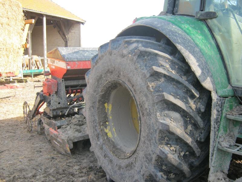 Concours du tracteur le plus cradingue - Page 5 Semis_12