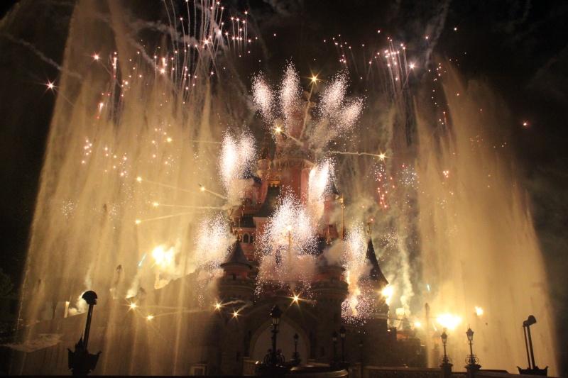 Vos photos des feux d'artifice et show nocturne ! - Page 6 Img_7011