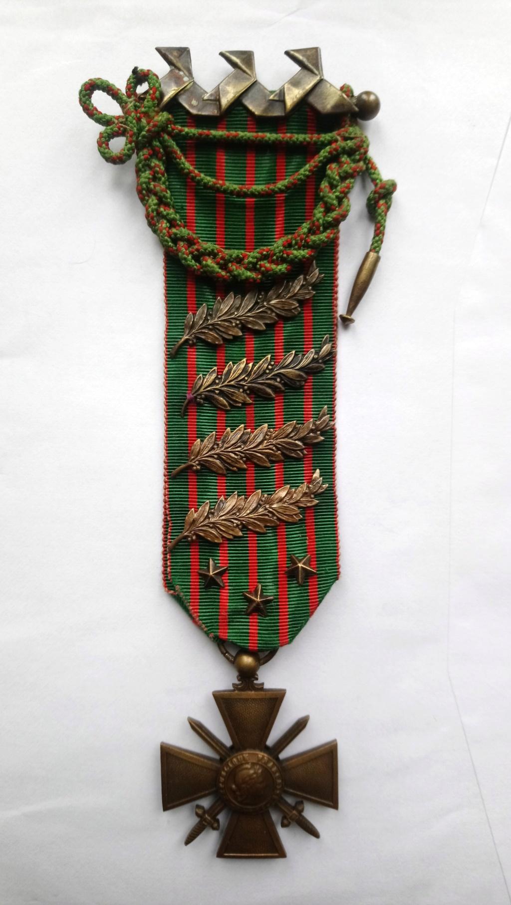 insigne cocottes sur croix de guerre Dsc_1112
