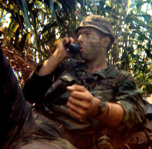Montre.....Doxa? Et autres ( Images Epoque Vietnam) Batesd10