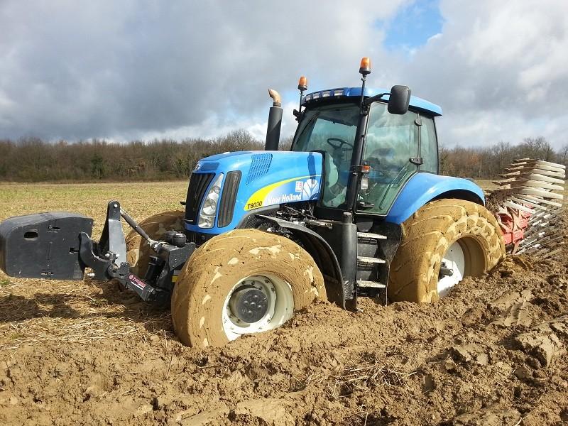 Concours du tracteur le plus cradingue - Page 5 Boue10
