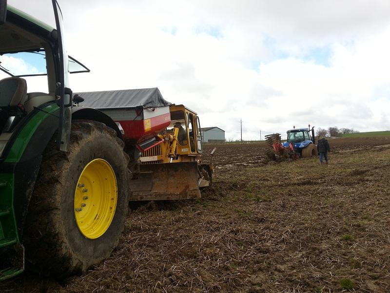 Concours du tracteur le plus cradingue - Page 5 Boue210