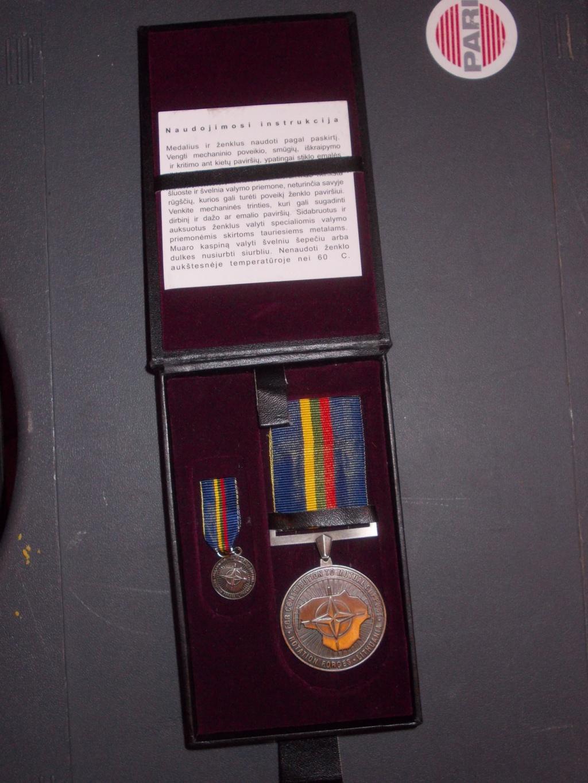 deux médailles en coffré pour estimation  Dscn0711