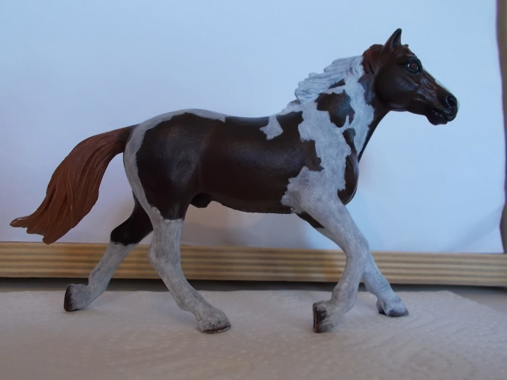 I started with repainting - Schleich horses - Page 4 Pinto_10