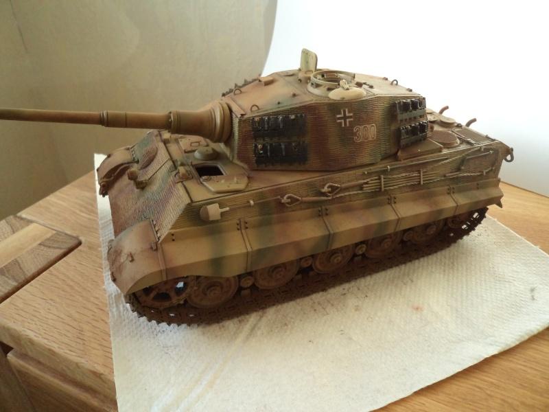Me revoila avec un Tigre II (Dragon 1/35) - Page 2 Dsc01325