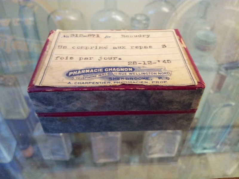 Boite de pillule de pharmacie de Sherbrooke 00812