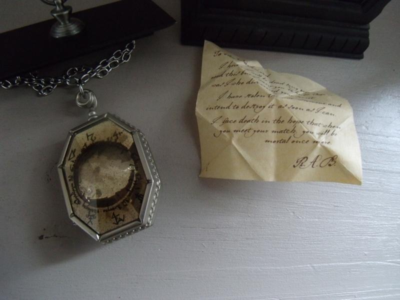 Les bijoux de l'univers Harry Potter (colliers,bagues,épée, etc) - Page 5 Gedc2020