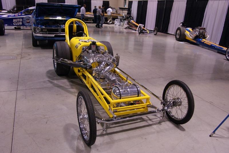 Slingshot & vintage dragster  01281012