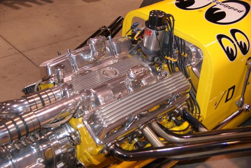 Slingshot & vintage dragster  01281016