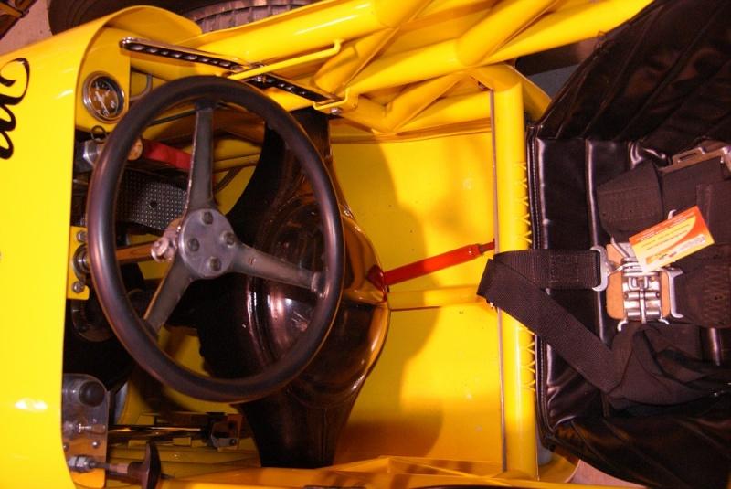 Slingshot & vintage dragster  01281017