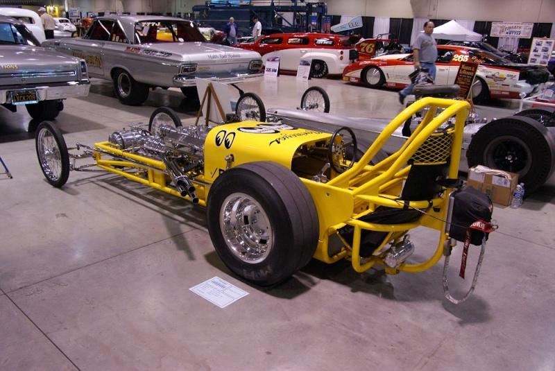Slingshot & vintage dragster  01281018