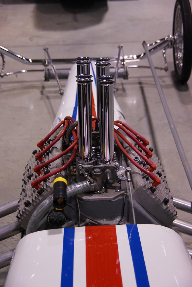 Slingshot & vintage dragster  01281022