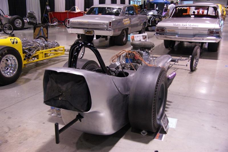Slingshot & vintage dragster  01281026