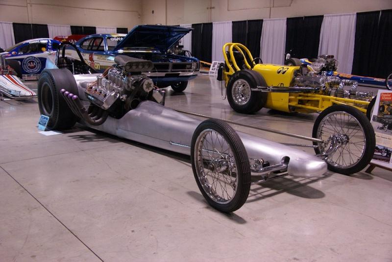 Slingshot & vintage dragster  01281027