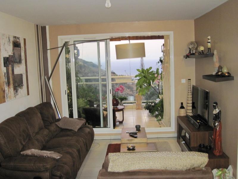Conseil couleur peinture ou papier peint imitation pierre pour mon salon et couloir - Conseils sur la disposition des meubles pour agrandir un salon ...