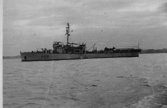 [VERROUILLÉ] Recherche camarades de l'escorteur côtier Pnom Penh (1954 à désarmement) et du LSM 9019  (1955) Indo. Flambe12