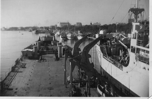 [Divers Navires amphibies] Les LST - Page 20 Saigon10