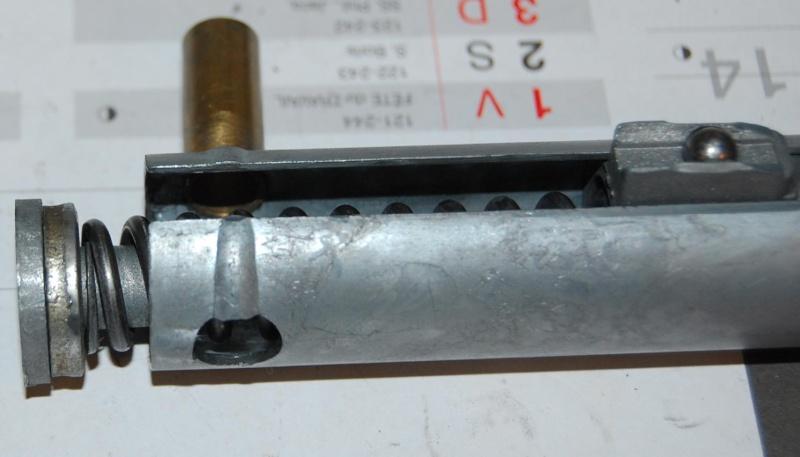 Aide pour restaurer un pistolet vintage Dsc_0719