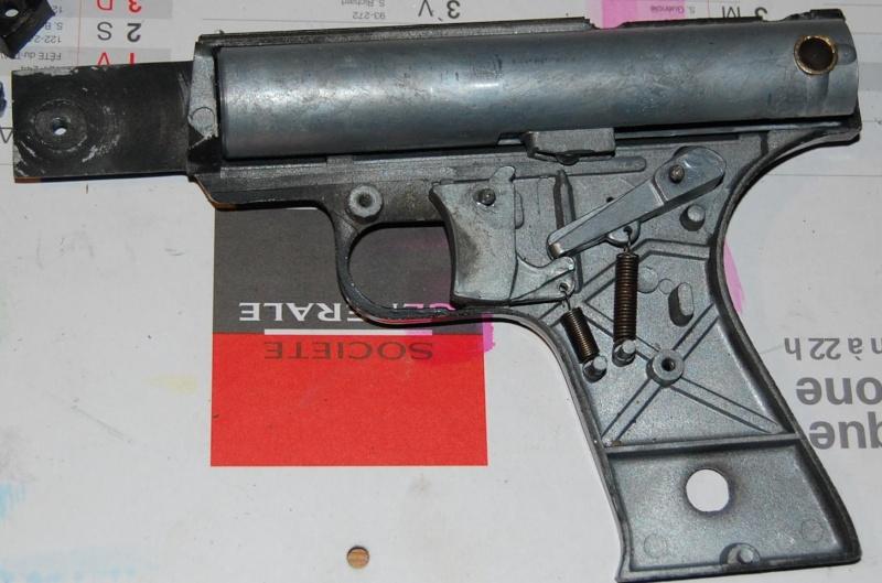 Aide pour restaurer un pistolet vintage Dsc_0720