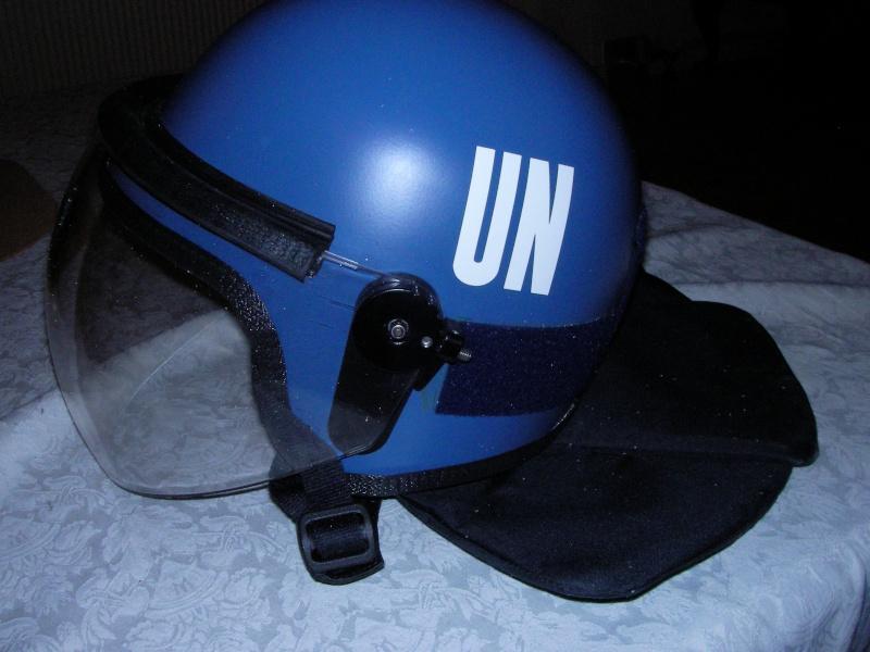 UN riot helmet Sany0010