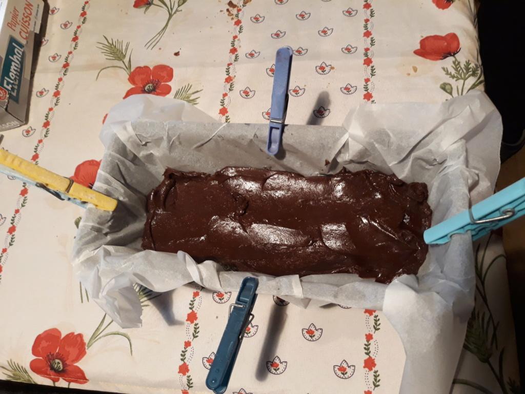 fixation papier cuisson dans un moule à gateau 20180610