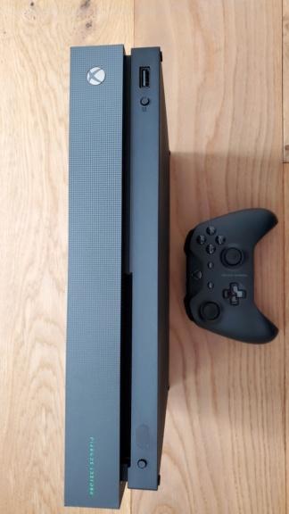 (VDS) Xbox one X Project Scorpio Edition + SSD Interne 2To Samsung Evo 860 en Boite comme neuve Xbox_310