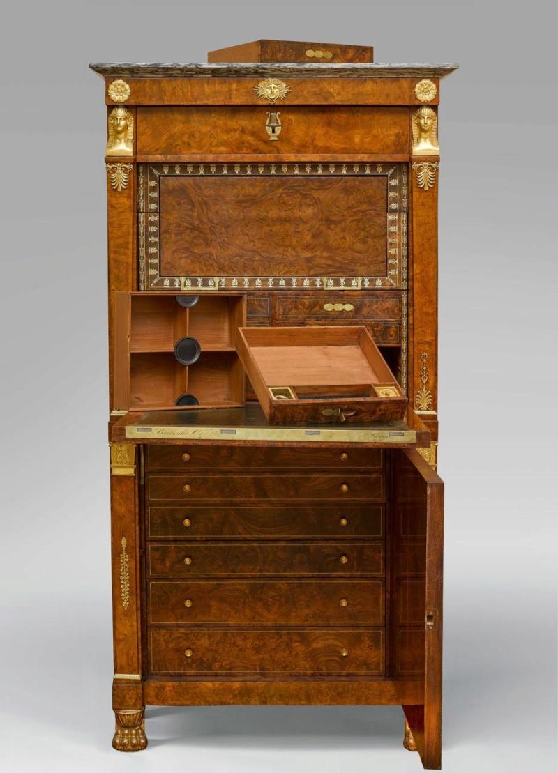 Les meubles à secrets de Rueil-Malmaison 0a2f8610