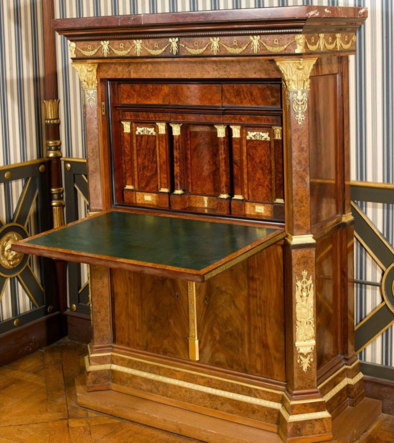 Les meubles à secrets de Rueil-Malmaison 79444710