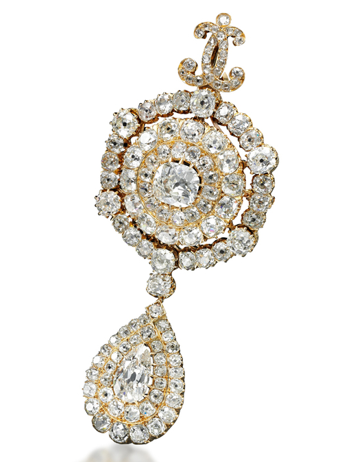 Et si on s'offrait les bijoux de Marie-Antoinette ? Diamon12