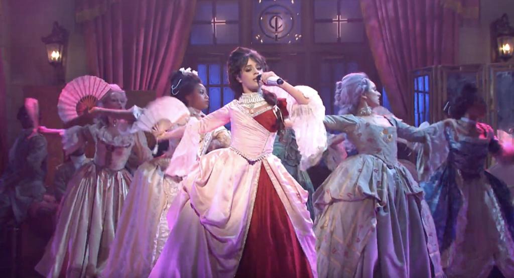 Camila Cabello en Marie-Antoinette Screen11