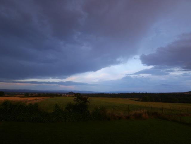 Pluie ce soir, et lumières étonnantes ensuite P1580012