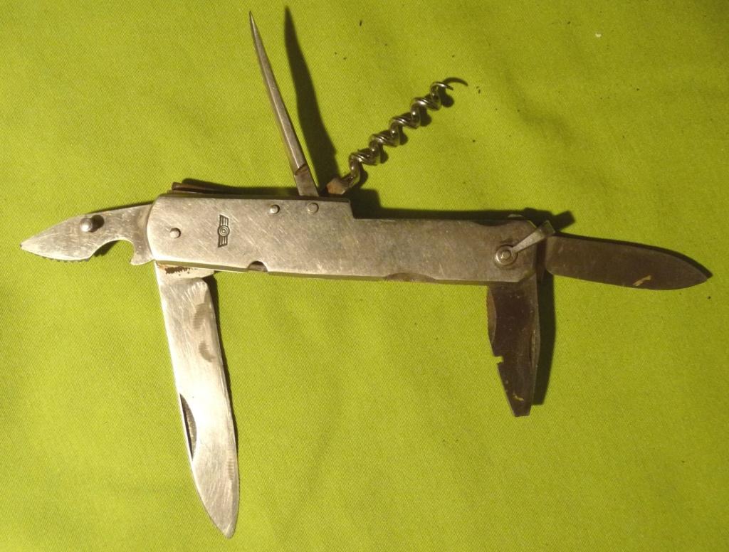 les couteaux pliants militaires. Cout_011