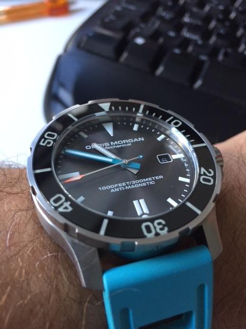 La montre du vendredi, le TGIF watch! - Page 31 Om_inf11