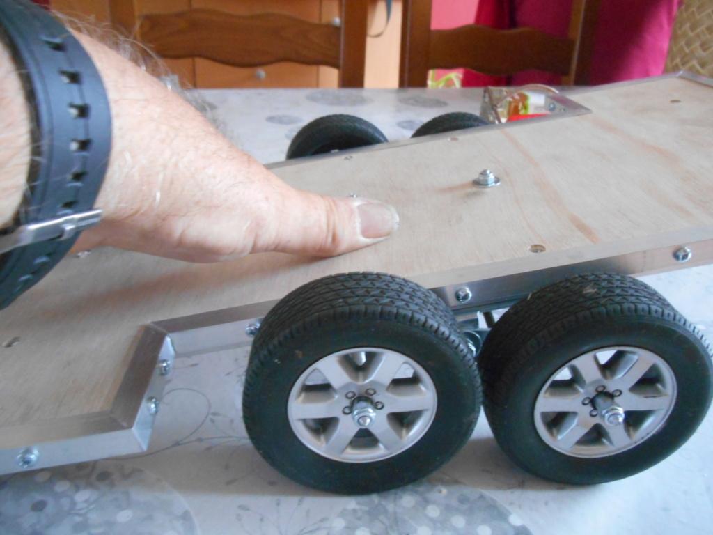 Fabrication remorque plateau 2 essieux 4 roues indépendantes sur balancier faite maison 00611