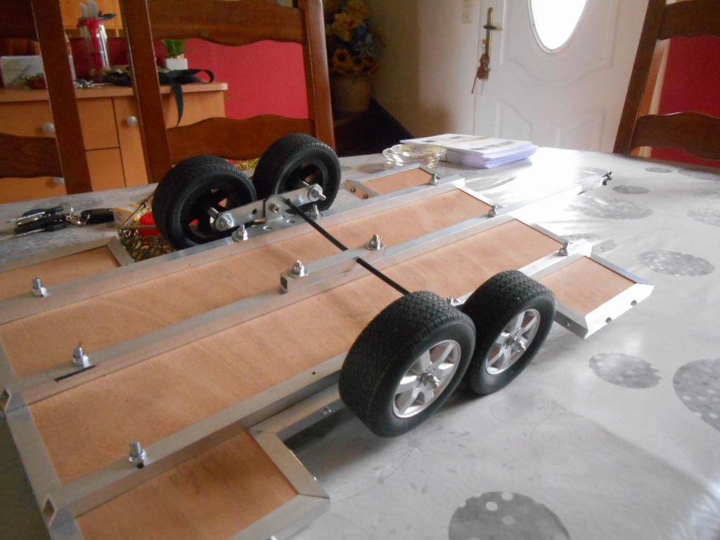 Fabrication remorque plateau 2 essieux 4 roues indépendantes sur balancier faite maison 00810
