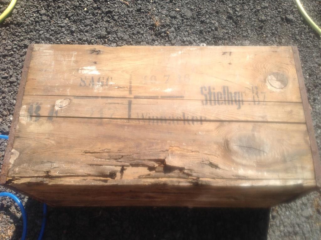 Aide pour identifié une caisse a munition allemande Img_2811