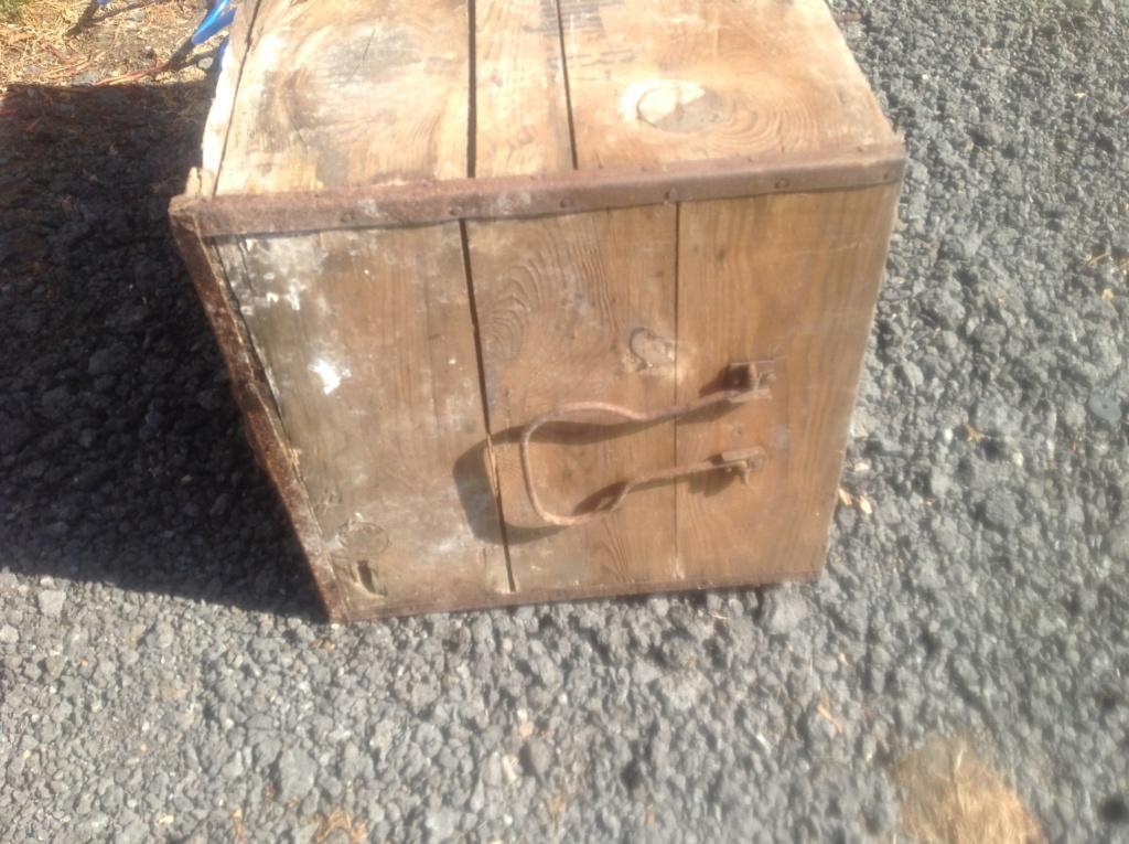 Aide pour identifié une caisse a munition allemande Img_2817
