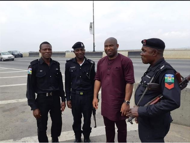 Man Reveals What Policemen Did After Being Stranded On Lagos Bridge (See Photos) 3-6510