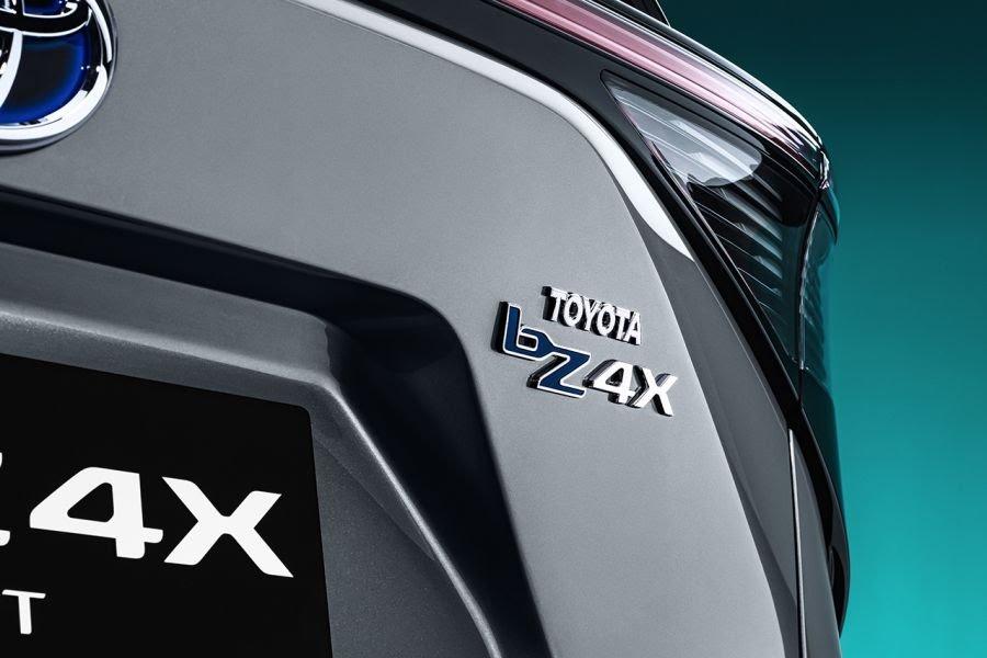 ToyotabZ4X Concept: ce SUV électrique gagnera en autonomie grâce à des panneaux solaires Toyota64