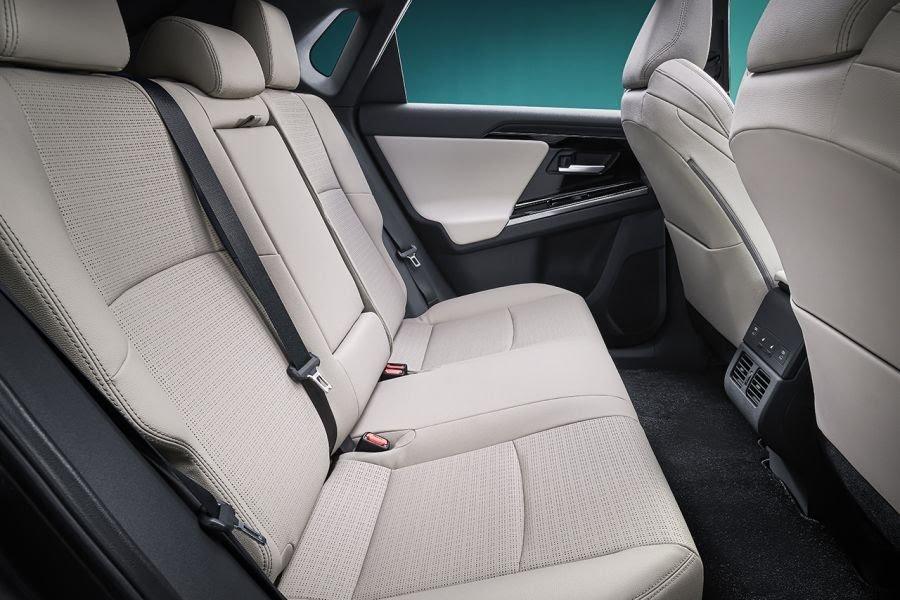 ToyotabZ4X Concept: ce SUV électrique gagnera en autonomie grâce à des panneaux solaires Toyota67