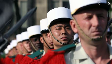 49 légionnaires nouvellement engagés ont reçu leur képi blanc. Kzopis10