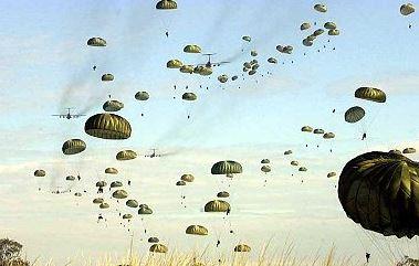 Plieurs de parachutes Parach10