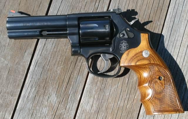 Revolver: Lequel choisir??? Smith_10