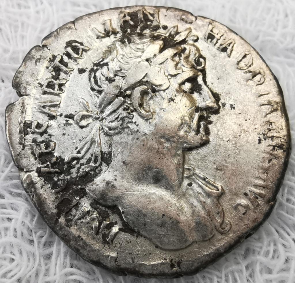 Denario de Adriano. P M TR P COS III. Salvs. Roma Img_2154