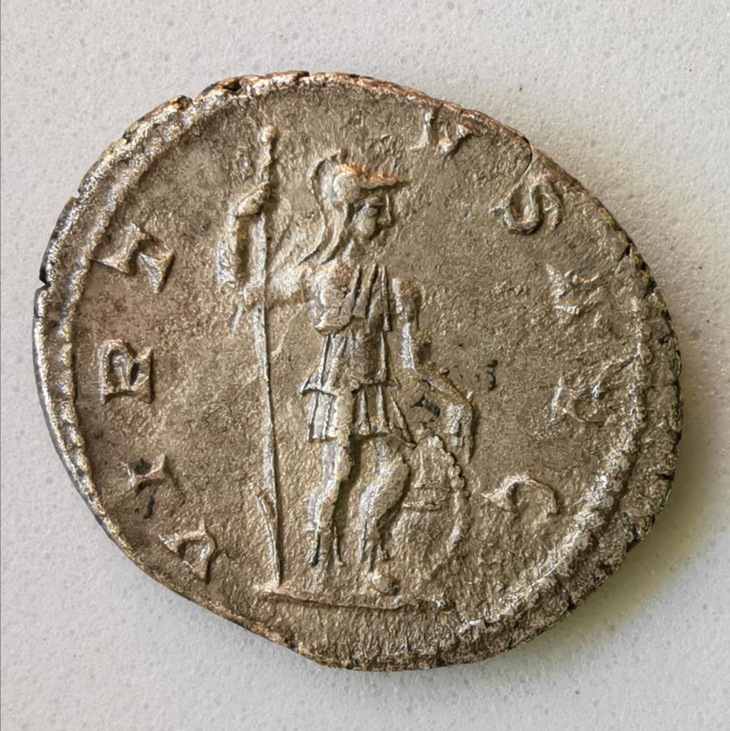 Denario de Alejandro Severo.VIRTVS AVG. Virtus a dcha sosteniendo lanza invertida. Roma Img_2226