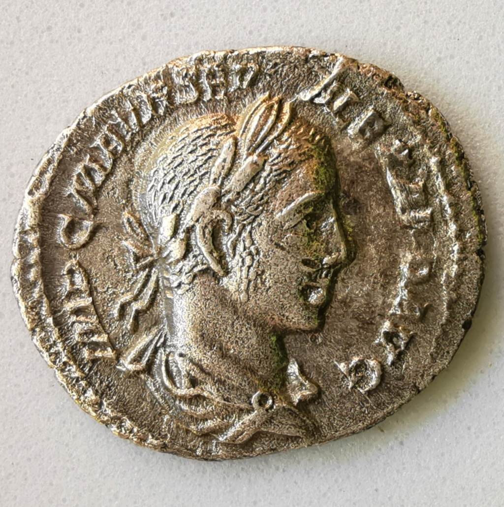 Denario de Alejandro Severo.VIRTVS AVG. Virtus a dcha sosteniendo lanza invertida. Roma Img_2227
