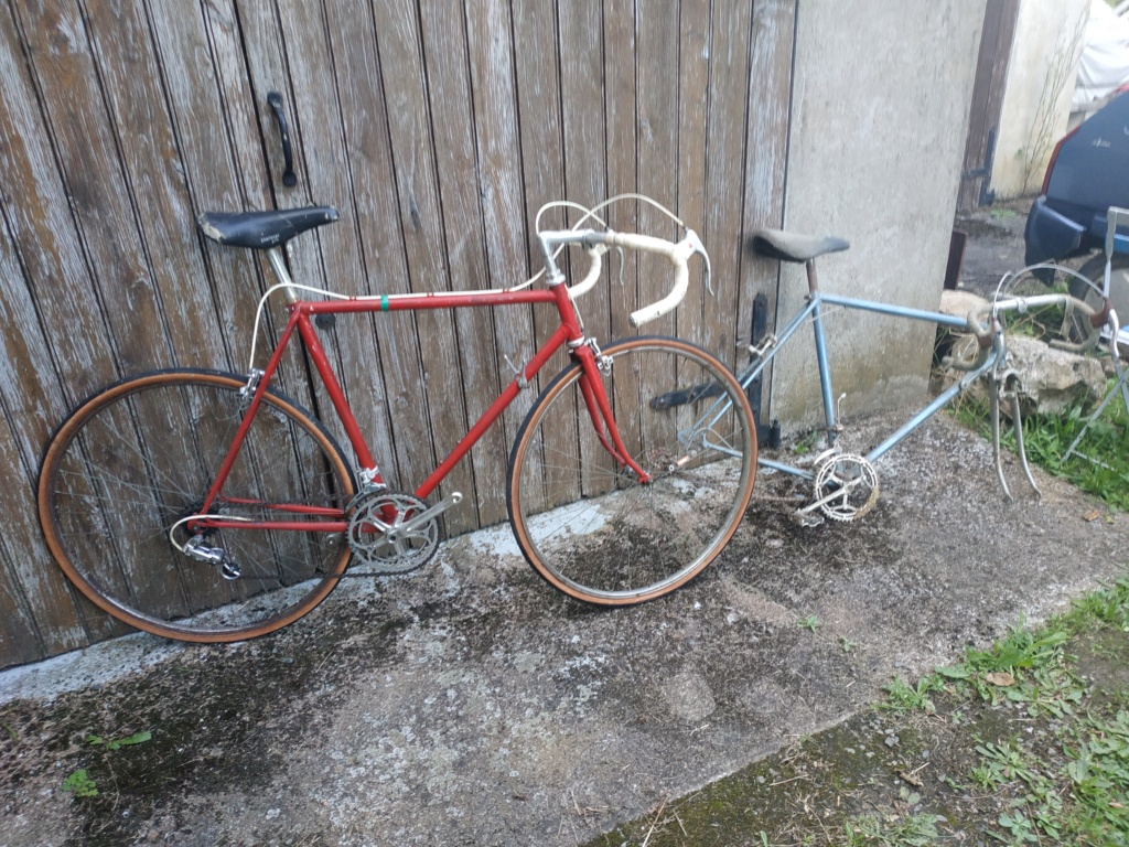 Vélo rouge , enfin repeind en rouge !  Img_2025
