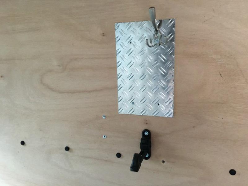 Fixation pratique pour escabot dans le fourgon Thumbn57